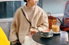 偶然路过这家咖啡厅 和朋友一起坐下来喝一杯 「姜汁西柚咖啡」这款是新品 我感觉味道还挺不错的 [糖果
