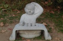 整个金山寺景区里面的景色真的非常的多样,除了我们可以通过寺庙了解到佛教文化以外,还可以在金山寺下面的