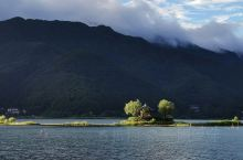 夏季的河口湖,没有雪的富士山。湖边休闲漫步挺好的。