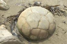 摩拉基海滩上神秘的大圆石形状像
