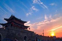商丘古城是国家4A级旅游景点,古城是历史留下的建筑,雄伟壮观,仿佛回到古代的氛围,值得推荐给亲朋好友
