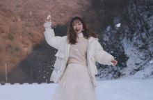 只有挺进城市无人区才能踩到的初雪。这里信号不在服务区,但美景和好心情总在线。