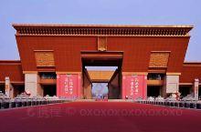 法门寺,一座富有传奇色彩的寺院,久负盛名的中国佛教圣地,被誉为关中塔庙之祖。两千年来,由于供奉的佛骨
