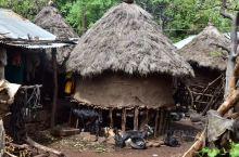 肯尼亚首都内罗毕市中心CBD 附近一片狼藉的棚户区,我小心翼翼的接近他们,由于中国人在这个国家存在广
