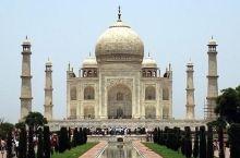 """泰姬陵(Taj Mahal ),是印度知名度最高的古迹之一,世界文化遗产,被评选为""""世界新七大奇迹"""""""