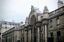 爱丽舍宫 在1722年,由建筑师莫莱(Mollet)主持设计的,最初为艾弗瑞伯爵(Comte d'E