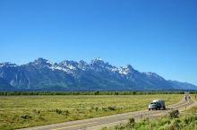 大提顿国家公园位于美国怀俄明州西北壮观的冰山山区。距离黄石公园很近,基本为买一送一景点。其实大提顿自