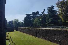 米兰 森皮奥内公园 这是米兰中心地区一处绿意葱葱的游览胜地,十分适合跑步、夏游和野餐。 15世纪时期