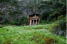 阿敏塔斯之墓是费特西耶一处有着3000多年历史的古迹。这是一座建在悬崖之上凿山而成的墓室。现在里面的