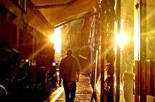 1月份的一次意大利之旅, 来到了翡冷翠 天气略冷 但户外的阳光 美丽的落日 都让人心情舒畅 很多人觉