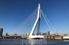 交通方式: 位于荷兰鹿特丹市中心,乘坐地铁D线在Wilhelminaplein站下车,跟着导航走就到