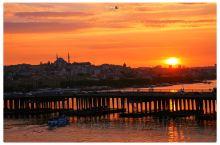 在伊斯坦布尔一定不能错过的除了博士布鲁斯海峡游船,就是加拉太的日落!  最佳日落观赏地毫无疑问 1.