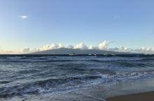 夏威夷欧胡岛的海滩,海浪,游艇,草坪,让人心旷神怡