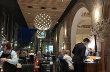 Grambrinus: Lund Grand Hotel一楼的酒吧。每天生意都好的很。餐厅是两面玻璃
