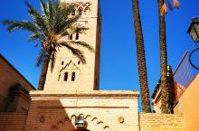 """摩洛哥打卡第二站:热情似火的""""红色之城""""马拉喀什 马拉喀什意为""""红颜色的"""",其原因是当年的城墙采用赭"""