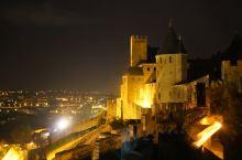 巨大的城堡始建于罗马时期,是欧洲体量最大的城堡之一,曾为这一地区重要的防御工事,直到1659年,比利