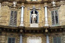 在意大利西西里島的主要城市巴勒莫,於市中心處有一個特色的十字路口,稱為四拐角,即有四座特色大楼座落其