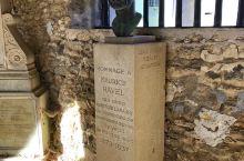蒙福尔 - 阿莫里(Montfort-l'Amaury)小城位于一个山丘上, 作曲家莫里斯 - 拉威