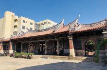 鹿港龍山寺,可以說是我心目中台灣最美的寺廟,清代由居住於本地的泉州人所建,主祀觀音與釋迦摩尼佛。