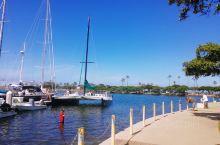Kahanamoku Lagoon,卡哈纳莫库潟湖,在魔幻岛(Magic Island)和阿拉威船港