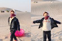 任风沙漫天 我轻舞飞扬【通辽库伦沙漠亲子游】   去沙漠那天风好大,爸爸给宝宝买了个塑料滑板,宝宝在