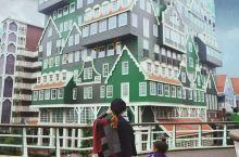 荷兰,我们终于来到了传说中的乐高城堡酒店   荷兰特别适合带孩子旅行,如果你很重视孩子审美能力的培养