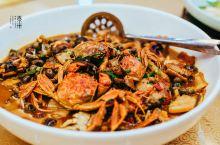 """""""溱湖八鲜""""既是姜堰溱潼地区的特色水产,又是名扬四方的一道姜堰特色名菜。凡来姜堰的外地宾客都以能品尝"""