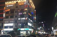 韩国夜晚的灯红酒绿