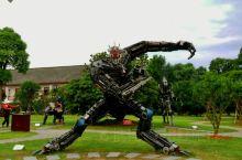 酷毙了的一组机械雕塑  在橘子洲,追随毛泽东的足迹,用脚步丈量橘子洲时,突然看到这一组机械雕塑,顿时