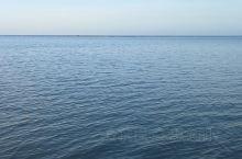 日月同辉的大海边