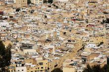 非斯古城(世界文化遗产),其创建最早可追溯到 8 世纪末期,由伊德利斯二世兴建于公元 808 年,是