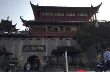 张家界市土司城,也叫土家风情园,位于张家界市区内,是国家4A级景点,也是张家界经典的文化旅游品牌.1