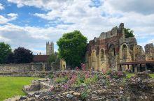 感受人文历史浓厚的英国修道院,还不快来 虽然说在英国有很多的教堂和修道院,但是我最喜欢的还是这里,因