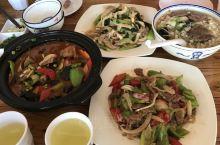 第一天10点来到丹凤吃了全驴宴,下午去逛了棣花古镇。