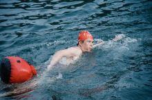 """夏日冬泳,这词初听有点奇怪,但当你来到建德你会豁然开朗。 建德新安江享有""""清凉世界""""的美誉,因得益于"""