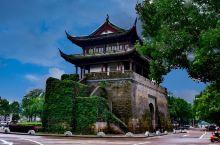 临海东湖:据说该景区百年前是台州道台府的所在地。(临晨的景色真美!)