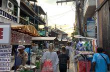 白日慵懒寂无声 暗夜喧嚣不夜城— 波普海滩渔夫市场/  虽说像苏梅这样的岛屿早已是哪哪都是店,但是有
