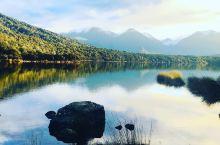 马纳波利镇,新西兰的湖边小镇  马纳波利镇是位于蒂阿瑙的一个美丽的小镇,沿着玛莉安湖建造,一年四季风