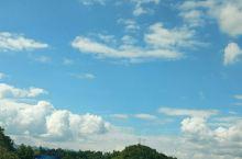 喜欢自驾游就是想走陌生的路,感受陌生的风土人情,远离喧嚣,自由自在的驰骋在蓝天白云之下,喜欢在路上感