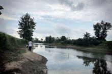 邓湾乡村鱼塘,周末闲暇之余过来垂钓、撒网、漫步!回味童年时光,真是一个很不错的选择!