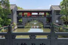 粤晖园是位于广东东莞的一处大型私家园林,是岭南园林的代表作。园内有楼馆、亭台、水榭、曲廊、石桥、假山