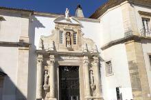 旅行进入了第五天 上午我们来到了波尔图的科英布拉大学,据说这所学府的前身是一座王宫,这所学校是葡萄牙