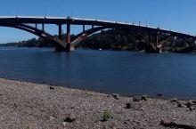 经过历史的洗礼终将一切化为奇迹  一座桥是连通道路货运的纽带,我们曾踏过无数道桥,走过无数座桥梁,但