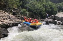 金刚台峡谷漂流,惊险刺激,全程5.8公里,落差172米,时长一个多小时。