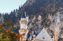 华丽浪漫的新天鹅城堡背后藏着一个凄美的爱情故事。