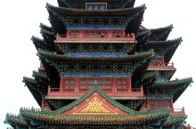 阅江楼位于南京市鼓楼区狮子山巅,屹立在扬子江畔,饮霞吞雾,是中国十大文化名楼之一,也是江南四大名楼之
