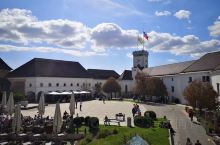 巴尔干最后一站,卢布尔雅那。巴尔干国家里唯一的欧元区 远眺雪山的精致小城,城堡、龙桥、三桥, 还有充