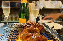 """下飞机即被当地好友开车带到他们新开不久的店,横滨的""""藤丸""""烤肉店。第一道烤肉异常精彩,竟然叫""""荷尔蒙"""