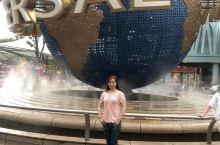 新加坡环球影城,坐落于圣淘沙岛,规模非常庞大,是大人小孩的娱乐天地,乐园管理非常好,每天都有那么多的