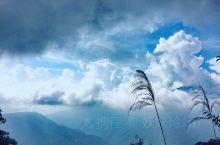 每次为我们挡台风的台湾中央山脉 整条山脉贯穿花莲、台北、南投、宜兰 是台湾最美山路 怀着感恩的心前行